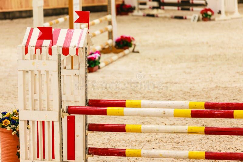 equitation Hinder för att hoppa hästar arkivbild