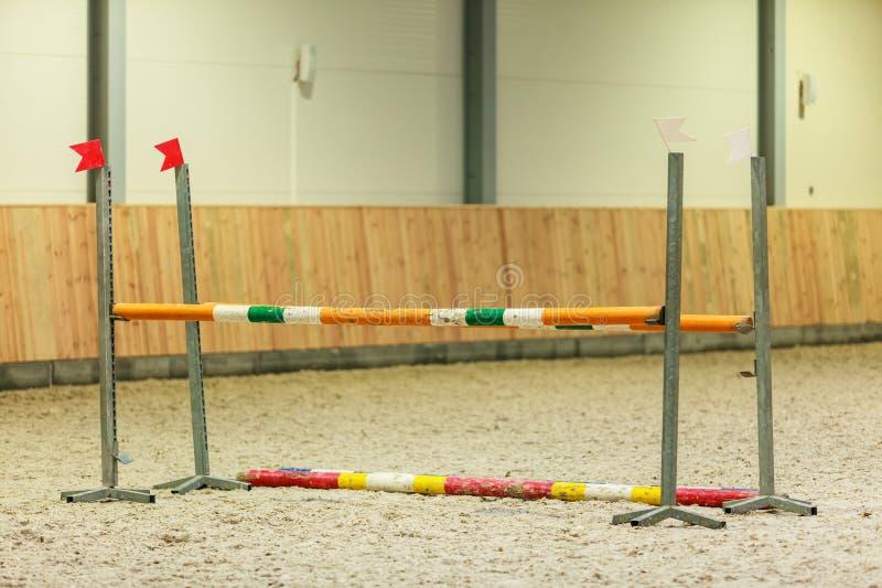equitation Hinder för att hoppa hästar arkivfoto