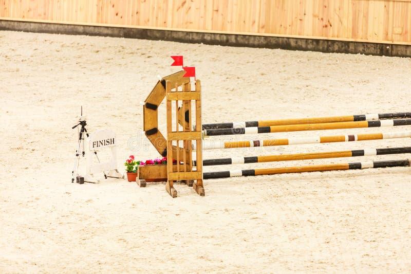 equitation Ostacolo per i cavalli di salto immagini stock libere da diritti