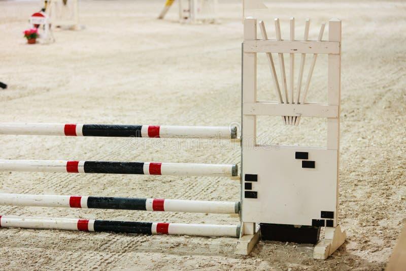 equitation Ostacolo per i cavalli di salto immagine stock libera da diritti