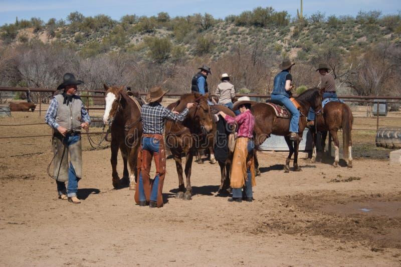 Equitazione nel deserto fotografia stock libera da diritti