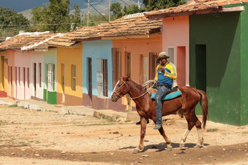 Equitazione in Trinidad, Cuba immagine stock