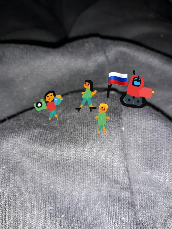 Erövrat berg Ryssen fick ut ur bilen och planterade flaggan av tricolor Teckning från barnets hand arkivfoton