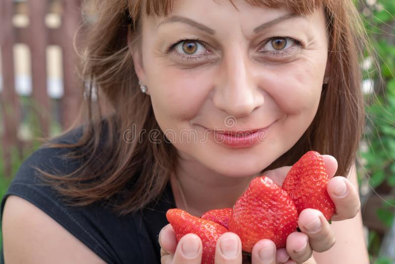 Er Konzept der gesunder Ernährung und des Vegetarismus stockbild