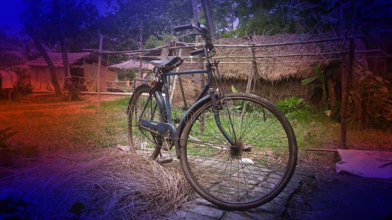 Er zijn cycli voor het dorpshuis stock foto