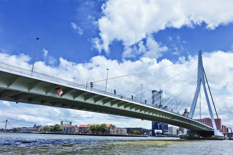 Erasmus Bridge à Rotterdam, Hollande images libres de droits
