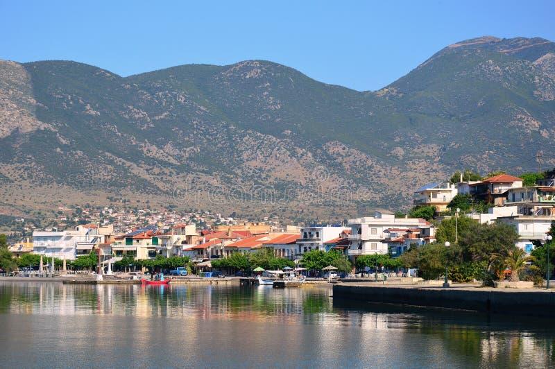 Eratini coloré, une petite ville sur le Golfe corinthien, Grèce image stock