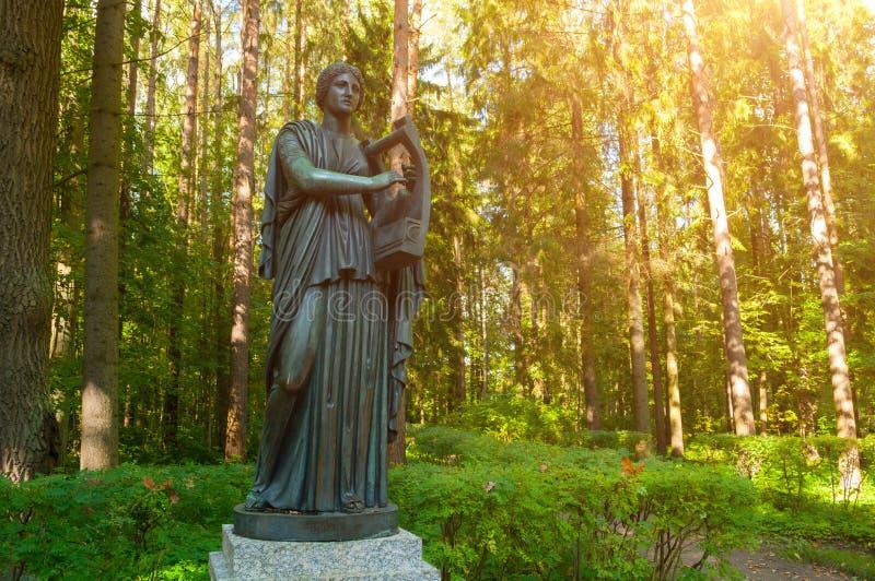 erato铜雕塑-爱抒情诗歌冥想,与一个里拉琴在她的手上图片