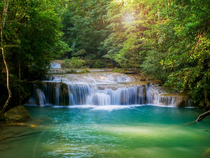 Erawan siklawy, piękny wiecznozielony raj Środkowi podróżnicy Ideał dla relaksować obrazy stock