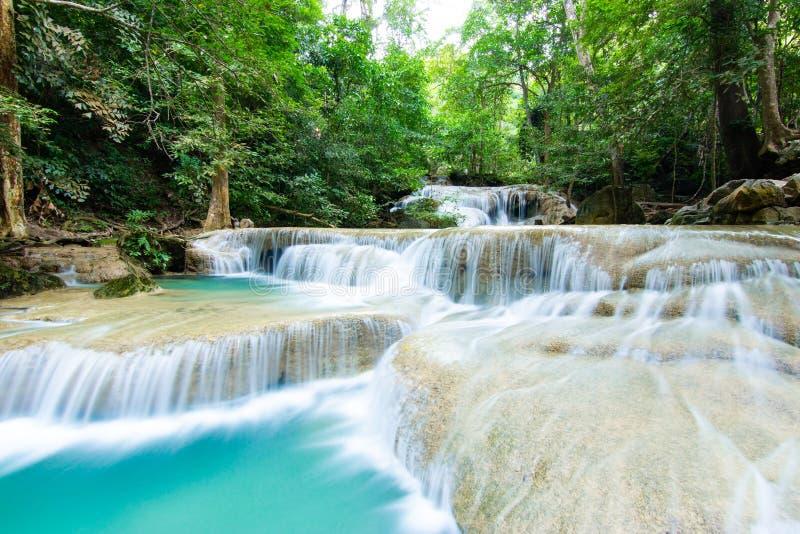 """Erawan Spada pierwszy siklawy †""""Lhai Keun płuco z szmaragdowej zieleni stawami w Erawan parku narodowym obrazy royalty free"""