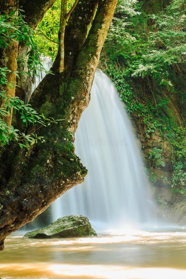 erawan vattenfall arkivfoto