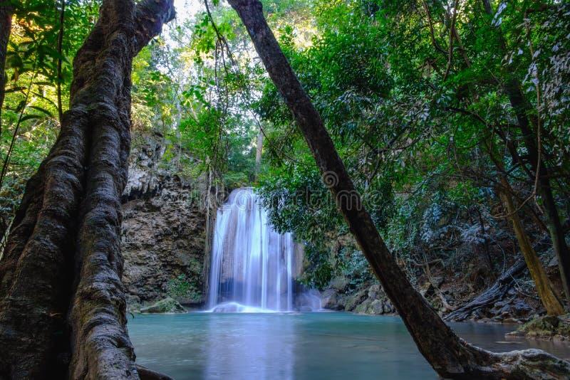 Erawan vattenfall med härligt i nationalpark royaltyfria bilder