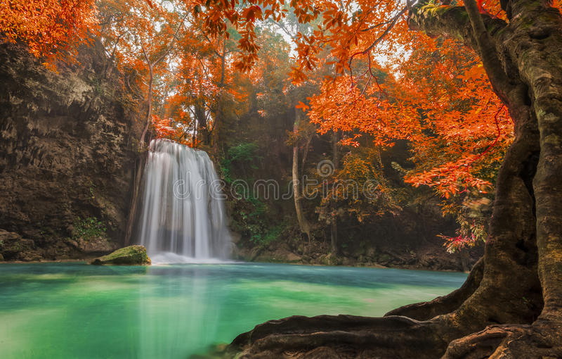 Erawan-Wasserfall stockfotos