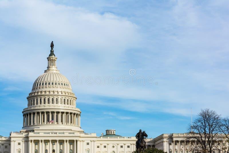 Erba di giorno S blu del Washington DC della costruzione del Campidoglio degli Stati Uniti del paesaggio fotografia stock
