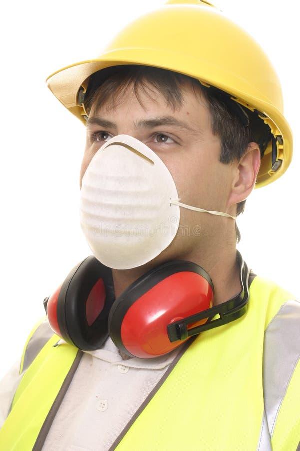 Erbauer oder Tischler mit Gesichtsmaske stockbild