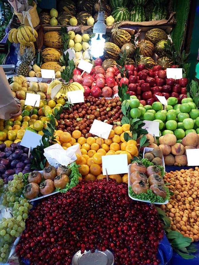 Erbivendolo nel mercato Costantinopoli Turchia di Fısh Verdure di Healty e fresche e frutta immagine stock