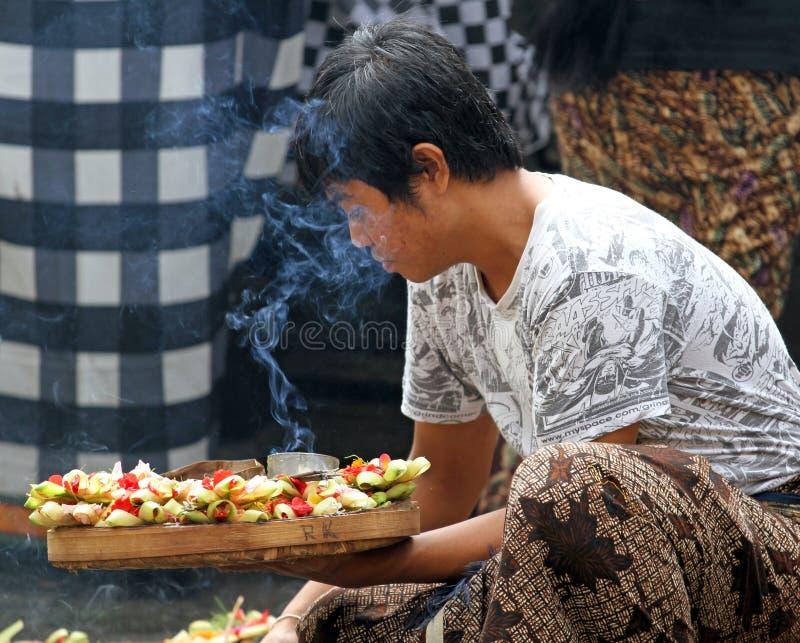 Erbjuda till gudarna i Bali royaltyfri foto