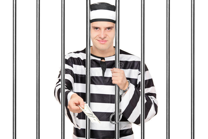 Erbjudande muta för fånge till någon bak stänger royaltyfri bild