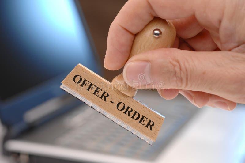 Erbjudande och beställning arkivfoto