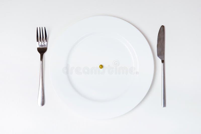Erbse auf Platte Messer und Gabel stockfoto