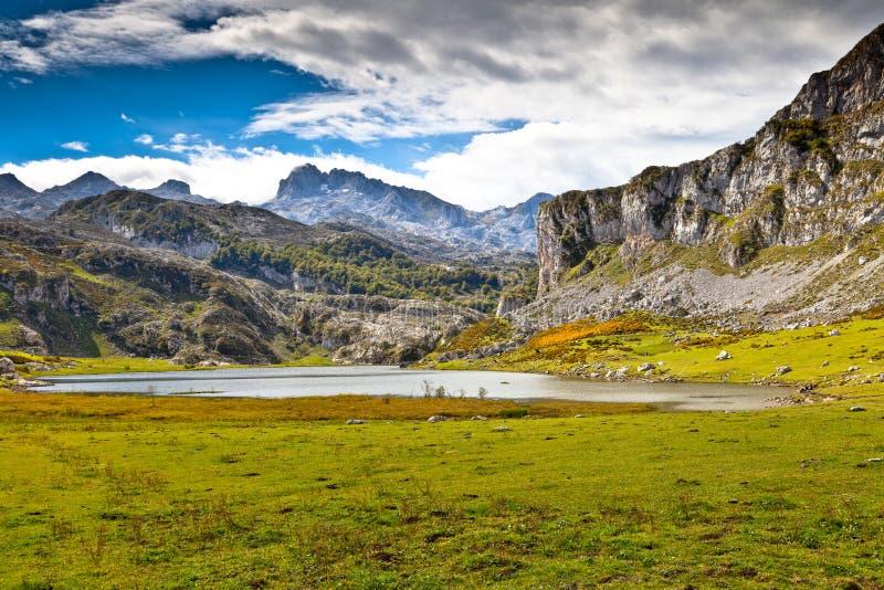 ercina lake royaltyfri bild