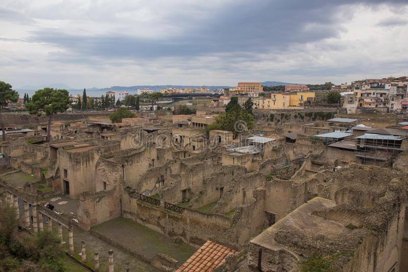 Ercolano, ITALIA - 4 de noviembre de 2018 Las ruinas de la excavación de Herculano en Ercolaono cerca de Nápoles, Italia imagen de archivo libre de regalías