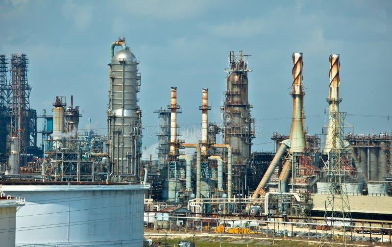 Erdölraffinerie stockbild