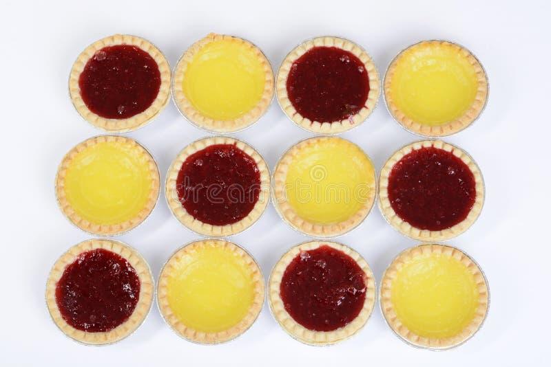 Erdbeer- und Zitronentörtchenhintergrund lizenzfreie stockfotografie