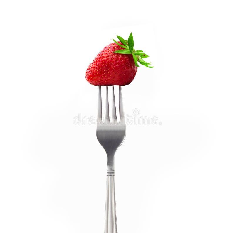Erdbeere auf einer Gabel lokalisiert auf weißem Hintergrund lizenzfreie stockfotografie