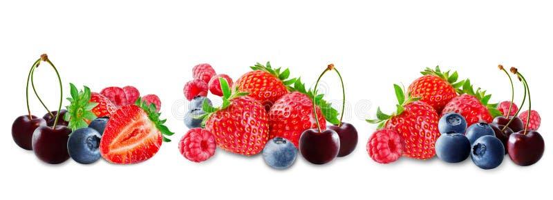 Erdbeere, Blaubeere, Kirsche, Himbeere auf einem weißen lokalisierten Hintergrund stockfotografie