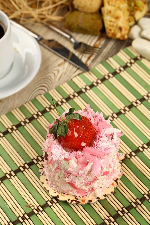 Download Erdbeere cake stockfoto. Bild von geburtstag, feiertage - 96927454