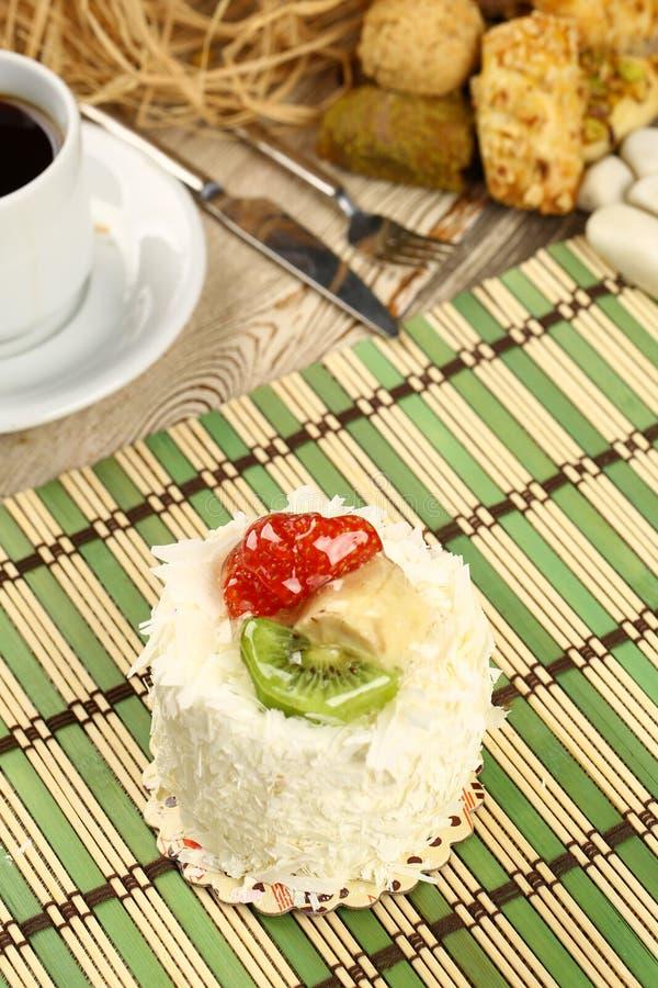 Download Erdbeere cake stockbild. Bild von köstlich, glücklich - 96927483