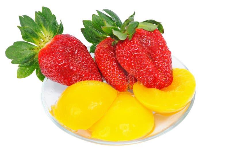 Erdbeere drei mit Ananas lizenzfreie stockfotografie