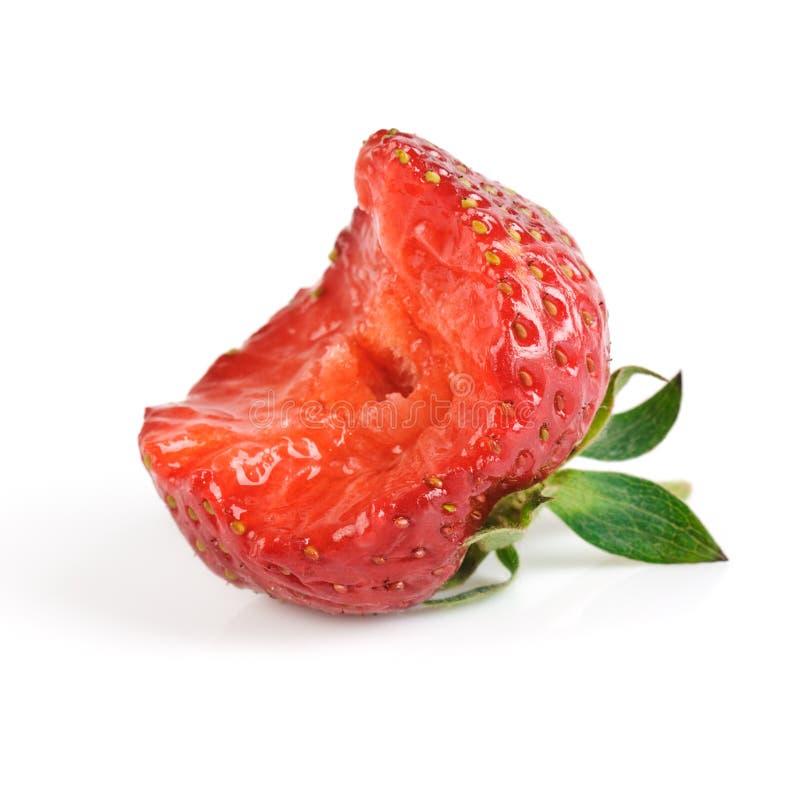 Erdbeere mit einem Bissen lizenzfreies stockfoto