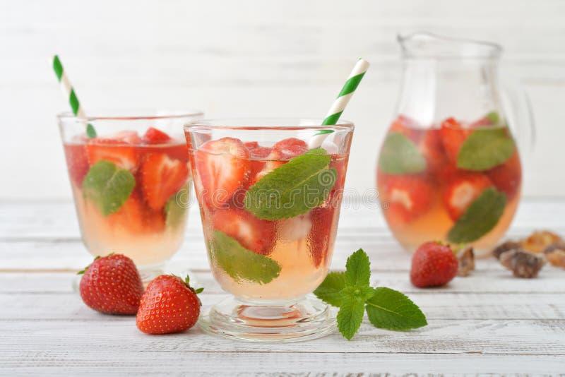Erdbeere Mojito stockfotografie