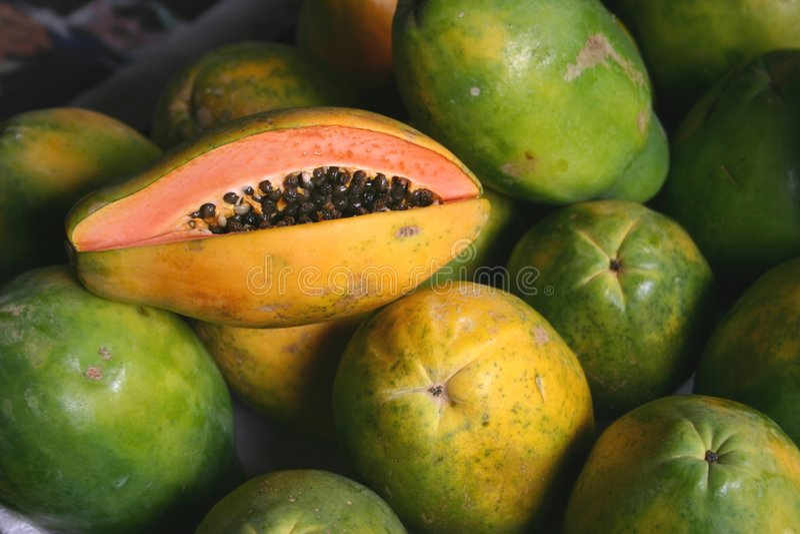 Erdbeere-Papayas lizenzfreie stockbilder