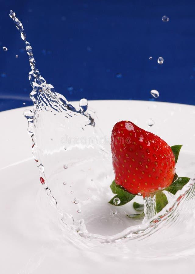 Erdbeere-Spritzen lizenzfreies stockfoto