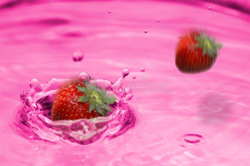 Erdbeerelimonadespritzen stockbild