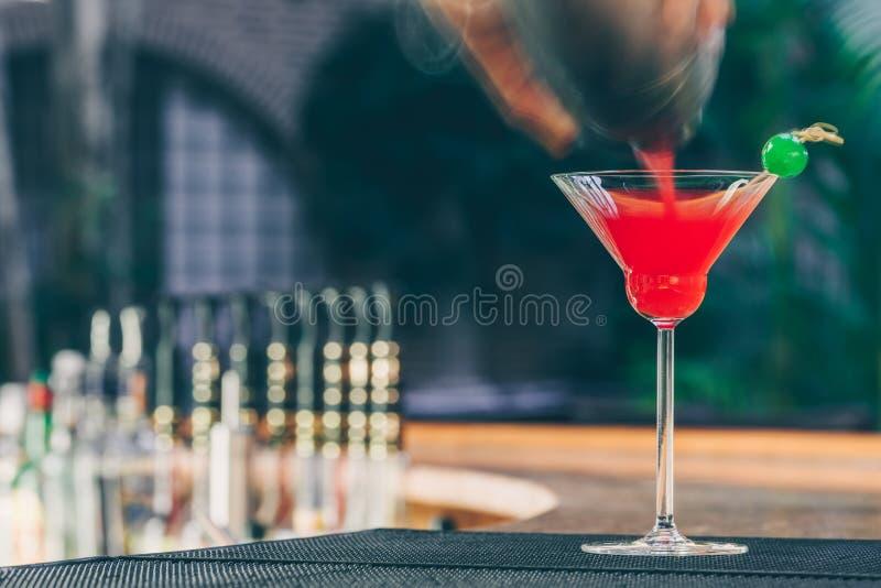 Erdbeeremargarita auf dem Stangenstand Luxusferienkonzept stockfoto