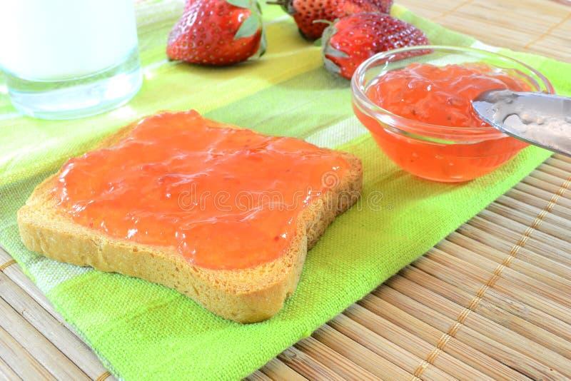 Erdbeeremarmelade lizenzfreie stockfotos
