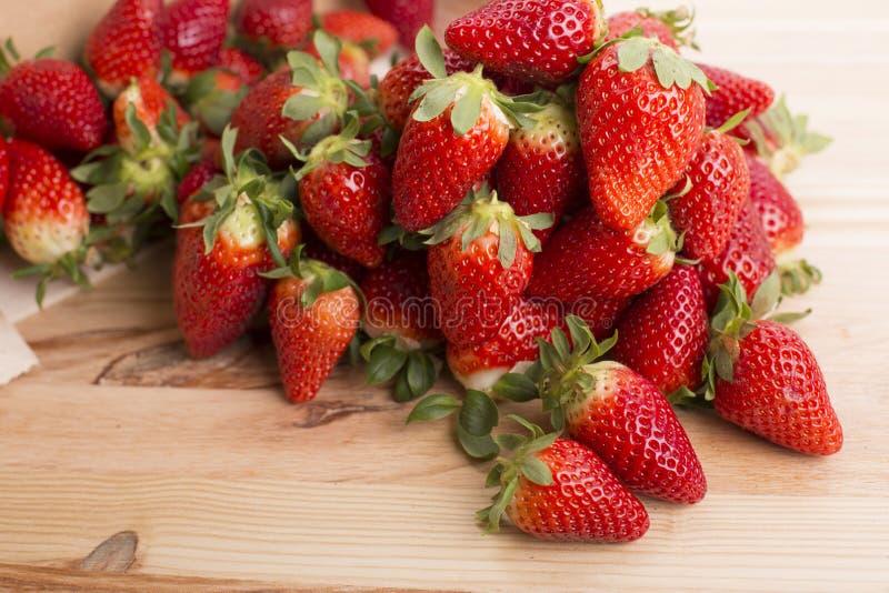 Download Erdbeeren stockbild. Bild von frucht, studio, gesund - 96926823