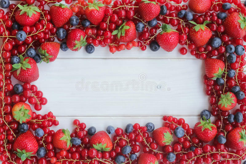 Erdbeeren, Blaubeere, Himbeeren und Blackberry stockfotos