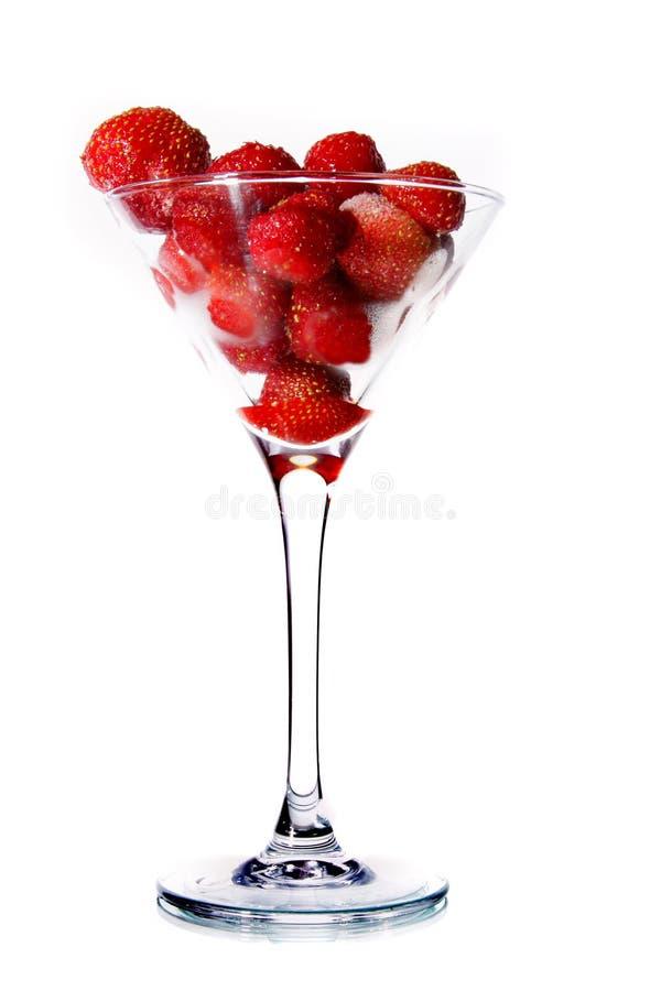 Erdbeeren in einem Martini-Glas lizenzfreie stockfotos