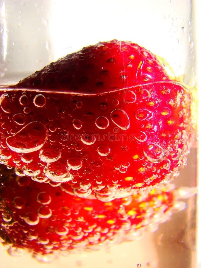 Erdbeeren und Champagne stockfotos