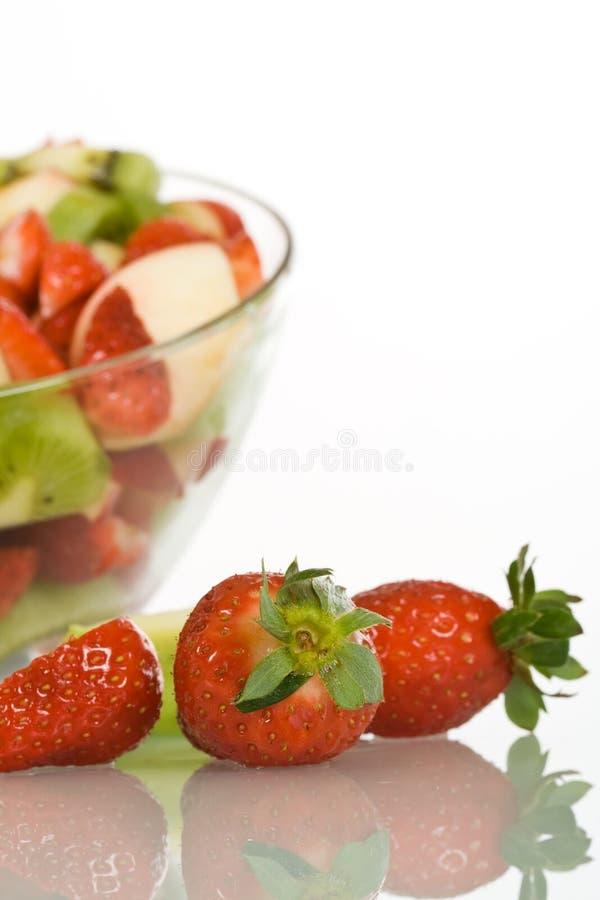Erdbeeren und Fruchtsalat stockbilder