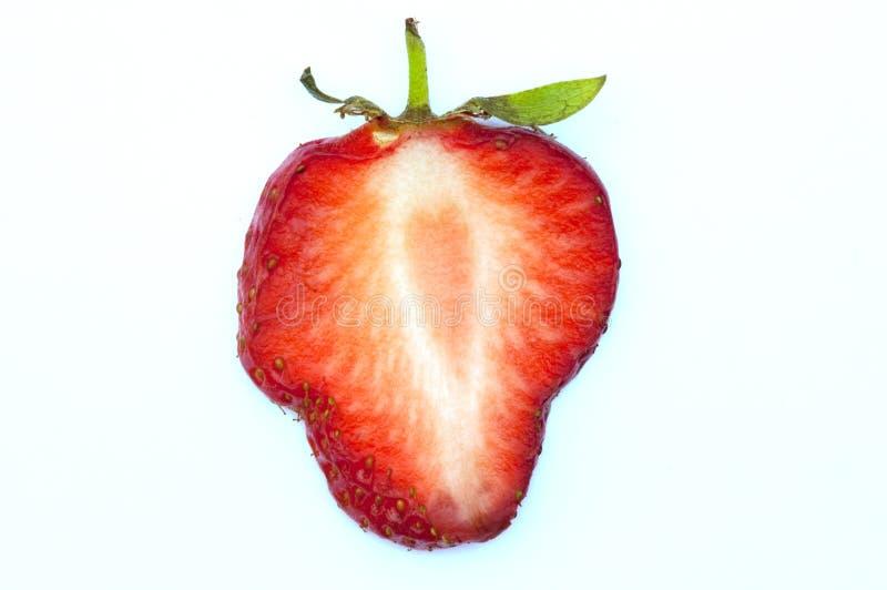 Erdbeerescheibe auf Weiß lizenzfreies stockbild