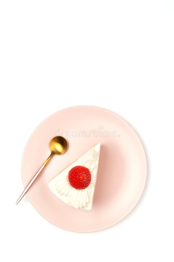 Erdbeereshortcake auf der rosa Platte lizenzfreie stockfotografie