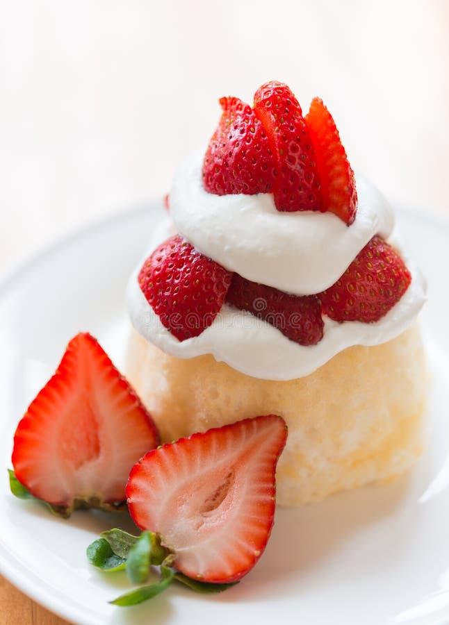 Erdbeereshortcakenachtisch lizenzfreies stockbild