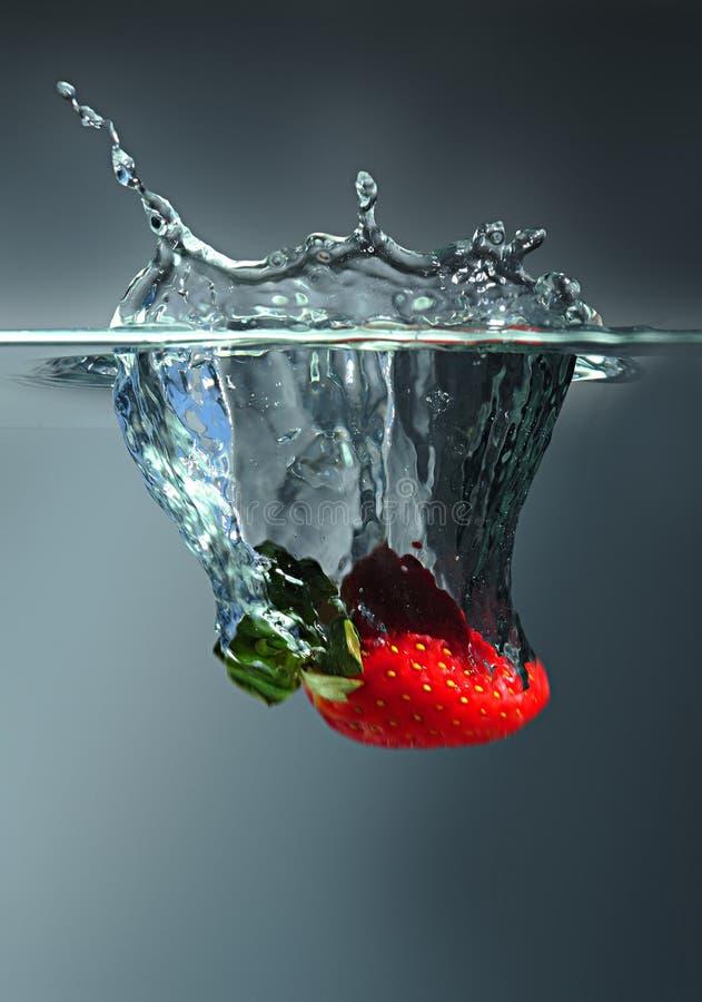 Erdbeerespritzen lizenzfreie stockfotografie