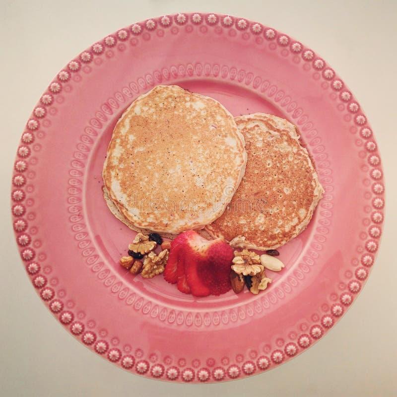 Erdbeerhafermehl-Pfannkuchen lizenzfreie stockfotografie